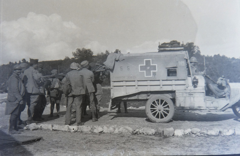Camion Ford ambulance  (Collection : Christine Moitry Sentex)