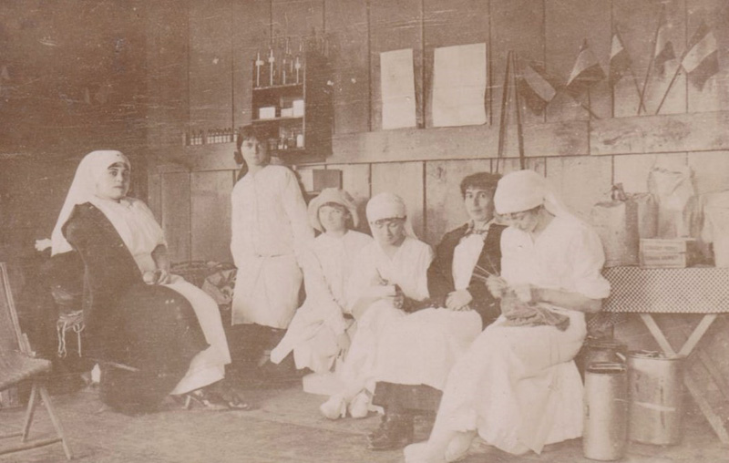Service de santé (Collection: Gilbert Bracquemont)