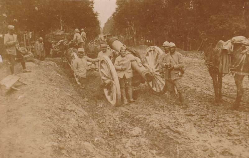 Verdun juillet 1916 transport d un canon 155 (Collection Gilbert-Bracquemont)