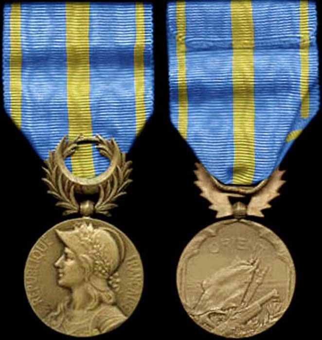 Super Médailles, Décorations, Drapeaux. Insignes XE74