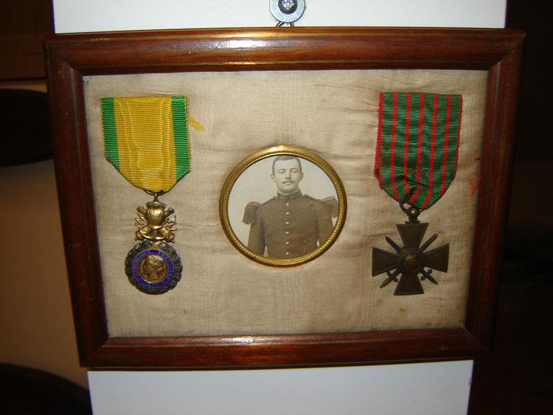 Soldat Du 35eme Rgiment Infanterie Croix De Guerre Mdaille Militaire Collection Prive