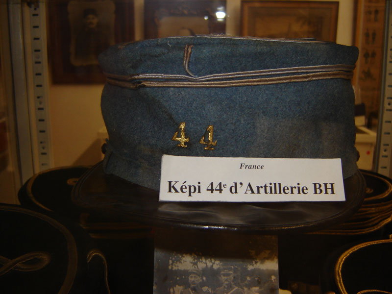 Képi B.H de lieutenant du 44eme artillerie.(Collection privée: A-R).