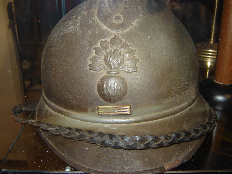 Casque Adrian officier infanterie coloniale avec gallons soudés.(Collection privée: A-R).