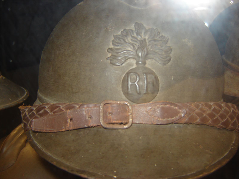 Casque Adrian officier infanterie coloniale (Collection privée: A-R).