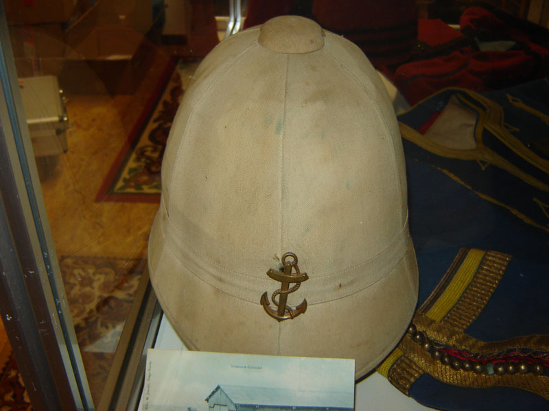 Casque colonial 1888 dit pain de sucre.(Collection privée: A-R).