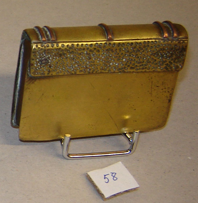 Briquet en forme de livre (Collection privée: A-R)