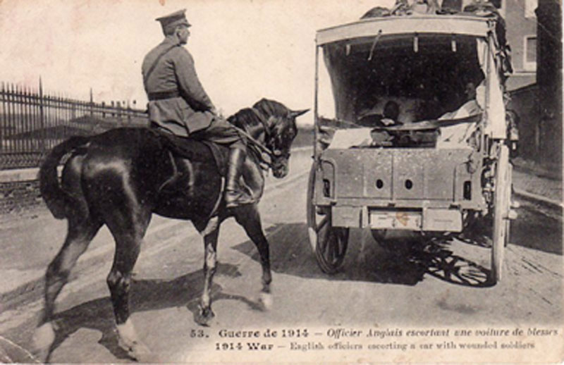 Officier Anglais Escortant Une Voiture De Blesss